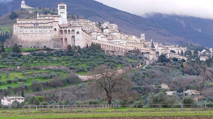 Assisi, al via la terza edizione del Cortile di Francesco