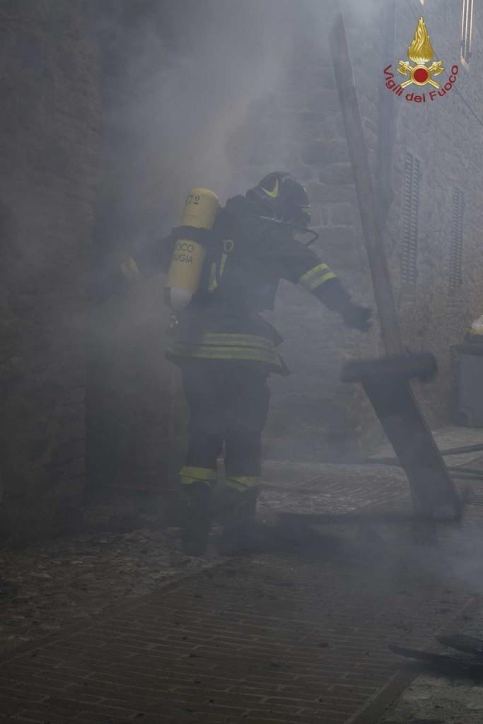 incendio-petrignano (4)