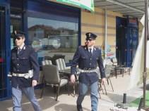 Polizia davanti al Maury's a Bastiola (4)