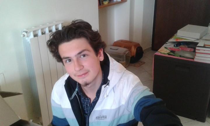 Foto meno recente con capelli corti e senza barba