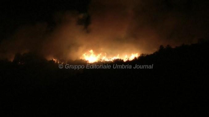 Incendio a Pieve San Nicolò, ore di lavoro per 15 uomini