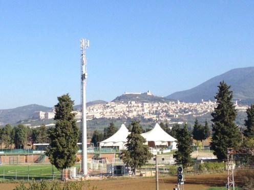 Antenne ad Assisi, non si gioca con la salute dei cittadini