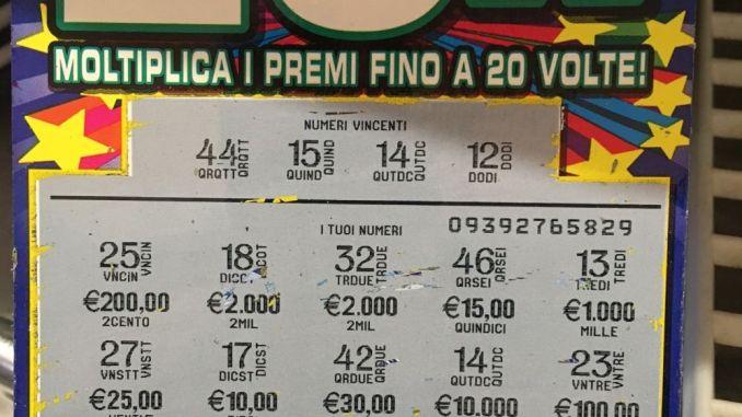 Gioca cinque euro e ne vince diecimila con il gratta e vinci