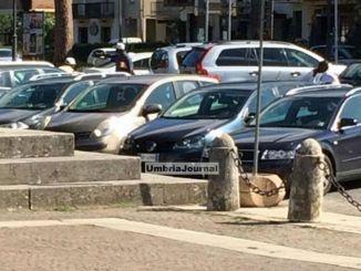Denunciati due parcheggiatori abusivi, uno trovato con droga
