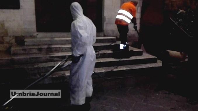 Assisi pulita senza costi aggiuntivi, nella notte le operazioni di pulizia