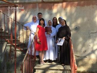 Stefania Proietti e Claudia Travicelli in visita alla scuola fondata da Micarelli