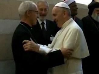 Papa pranza con i capi religiosi e alcuni rifugiati accolti dalla Comunità di Sant'Egidio