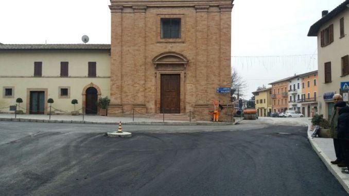 Rotatoria Petrignano Assisi sanpietrini via per sicurezza presto la balaustra