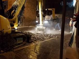 Lo smantellamento dei sampietrini di Petrignano d'Assisi