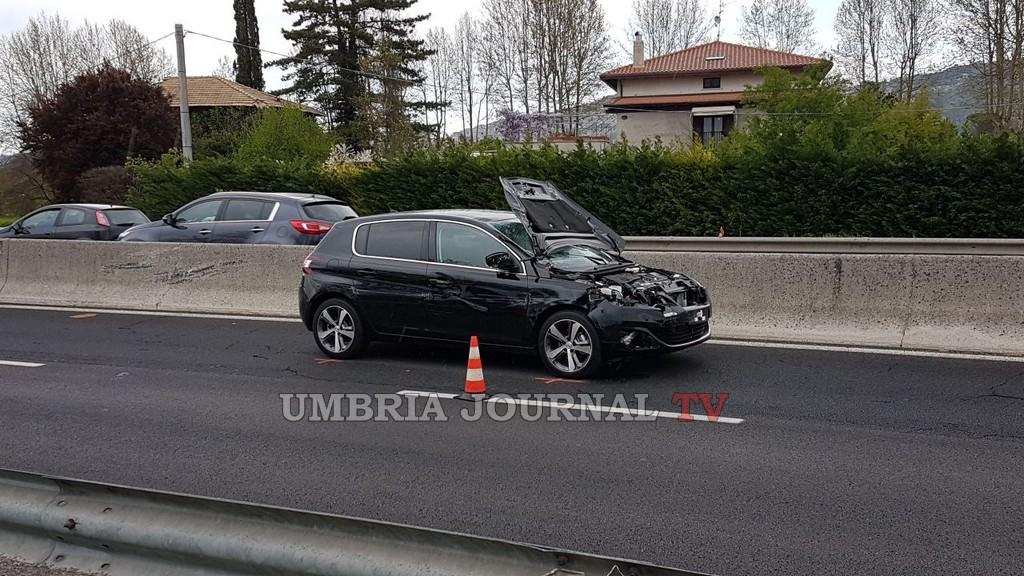 Assisi, incidente mortale Centrale Umbra, scende dall'auto e viene travolto, muore 90enne