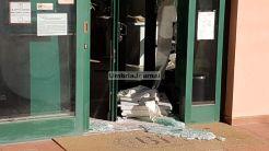 Torchiagina, banditi fanno saltare un bancomat, in fuga con bottino