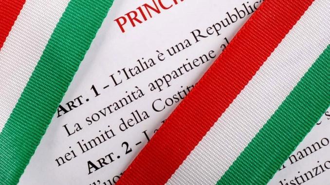 Festa della Repubblica, Comune consegna Costituzione a studenti