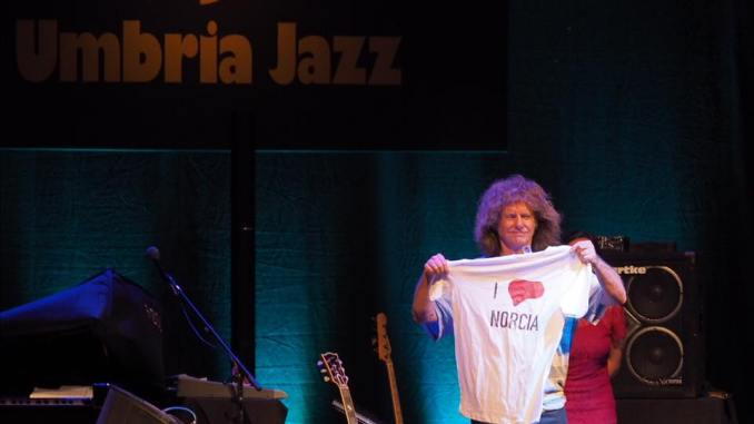 Pat Metheny ad Assisi, suona per solidarietà, incasso per terremotati Norcia