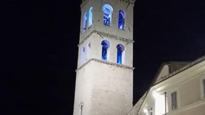 Assisi è per Charlie Gard, illuminata di blu la Torre campanaria