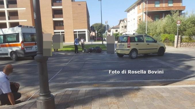 Incidente stradale a Santa Maria degli Angeli, scontro tra auto e moto