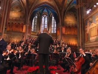 Concerto di Natale ad Assisi, Basilica piena di note di Fresu, Jo e Piccoli Musica