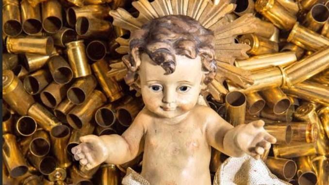 Accensione albero Sacro Convento e presepe con 445 bossoli morti in odio alla fede
