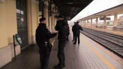 Immigrato clandestino aggredisce addetta alle pulizie, accade alla stazione