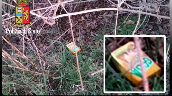 Nascondevano la droga dentro pacco caramelle, fermati nell'assissano