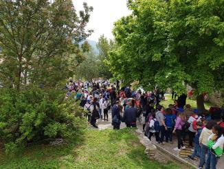 Istituto Comprensivo Assisi 1 alla Rocca Maggiore uomo, relazione in conflitto