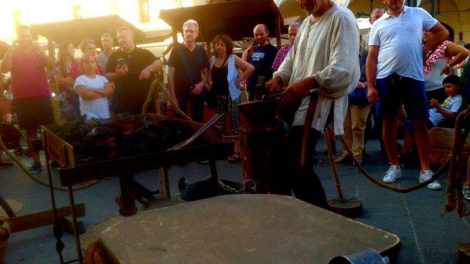 Palio di San Rufino, con il mercatino medievale si entra nel vivo della Festa