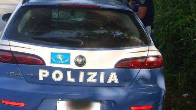 Rubava all'interno di auto in sosta, 37enne denunciato dalla polizia ad Assisi