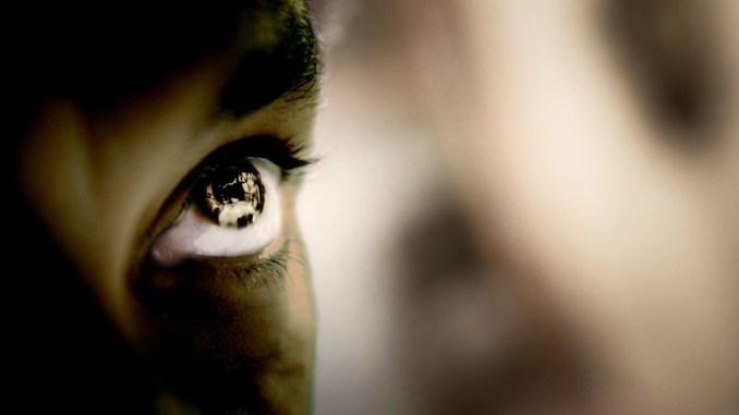 Ginevra, a signore schifate in difesa dei neri d'Africa depredati dai bianchi