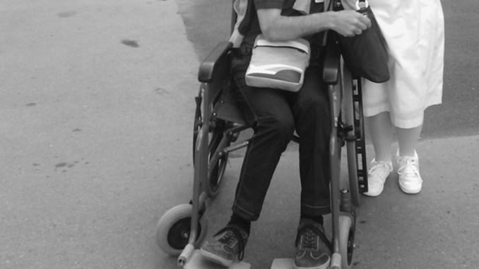 Disabile, appello accorato a sindaco e vice, sistemate le strade per piacere