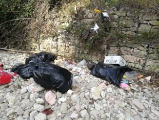 Rifiuti tra Assisi e Bastia, Movimento dello Sconforto non molla