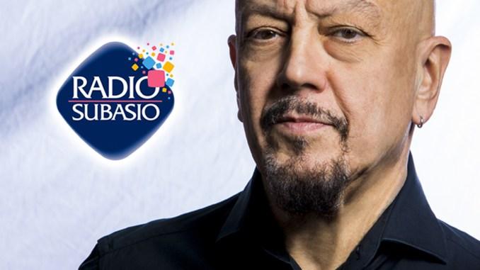 ARadio Subasio,Enrico Ruggeriin un live acusticocon 40 fan