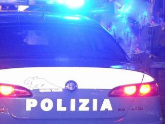 Scorrazza con l'auto nella notte a Santa Maria degli Angeli, via la patente per tre anni