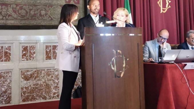 Accolto ad Assisi il rifugiato con due lauree che ha commosso Montecitorio