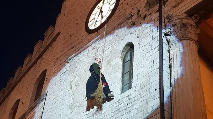 Arriva la Befana, tutti con il naso all'insù per il gran finale del Natale ad Assisi