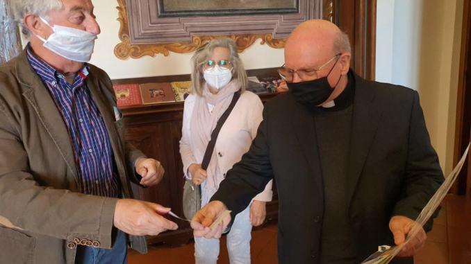 Assisi medicina dona 2.000 euro alla Caritas diocesana