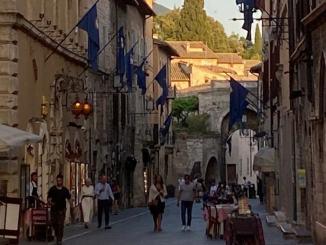 Ogni fine settimana Assisi diventa un grande ristorante all'aperto