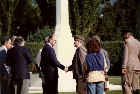 Con onore ed orgoglio Rivotorto ricorda il principe Filippo in visita al cimitero inglese