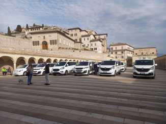 Segnali di ripartenza, tornano i visitatori benedetti i taxi in piazza san Francesco