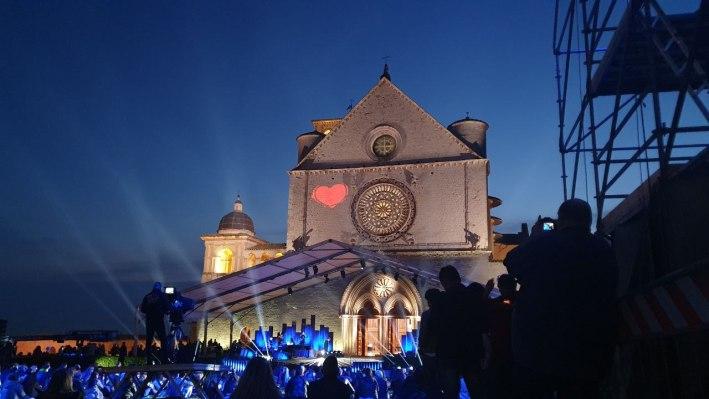 """""""Con il cuore, nel nome di Francesco"""" il concerto ieri sera ad Assisi"""