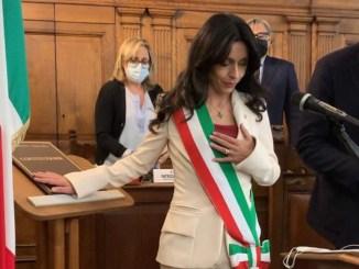 Insediato il consiglio comunale, il giuramento del sindaco Proietti