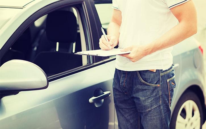La location d'une voiture pour une courte durée et l'assurance