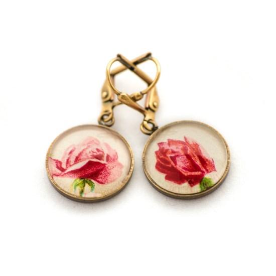 Boucles d'oreilles dorée carte postale Fleurs Roses Fond Blanc