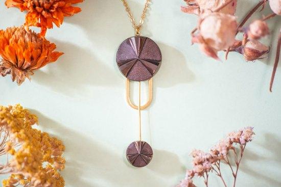 Assuna - Collier Ysée Angèle bronze - bijoux léger géométrique bouton ancien inspiration vintage