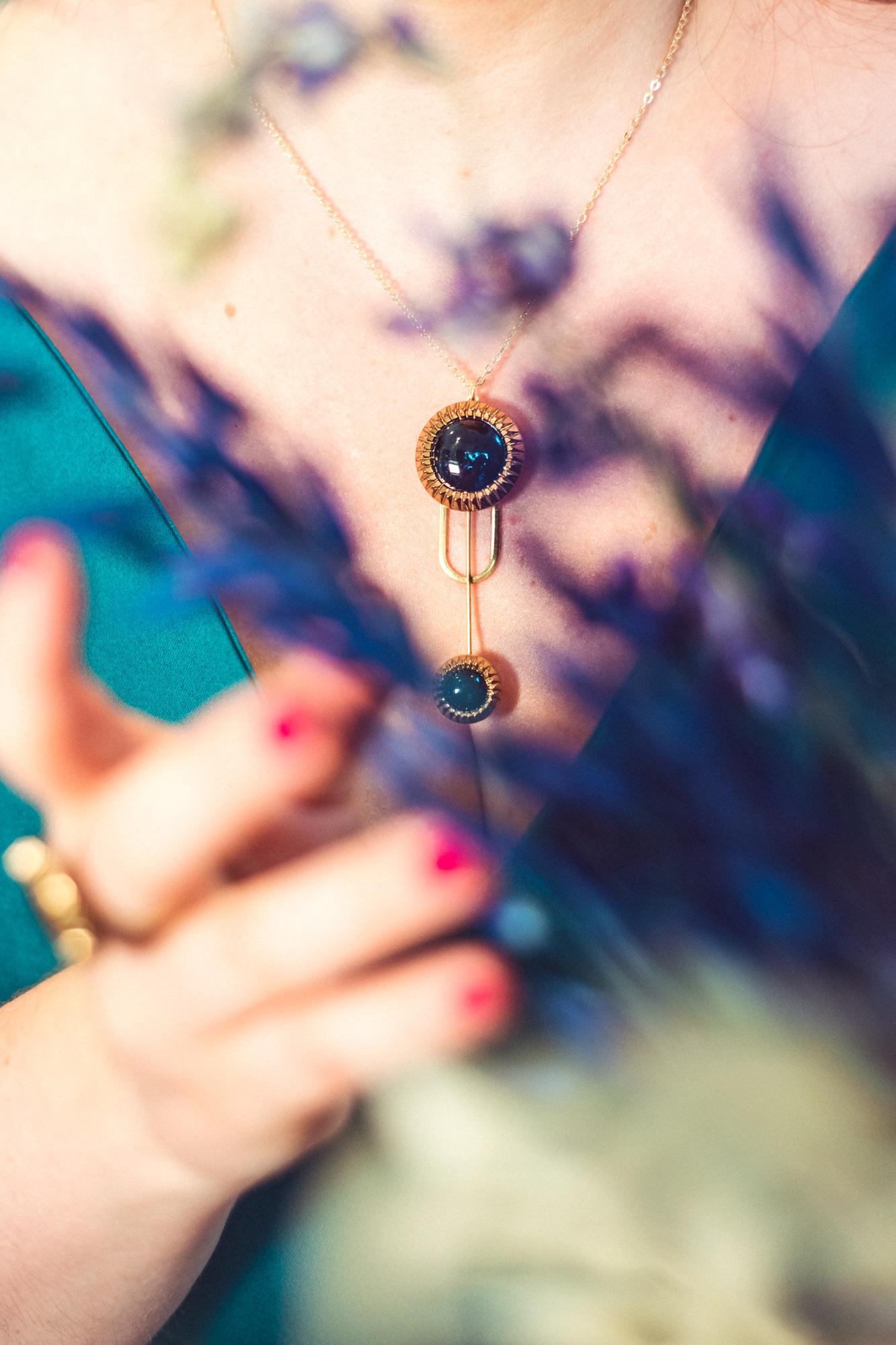 Assuna - Collier Ysée Eva - bijoux léger géométrique bouton ancien inspiration vintage - look