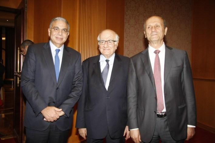 الوزير رمزي جريج يتوسط الوزيرين السابقين مروان شربل ووليد الداعوق