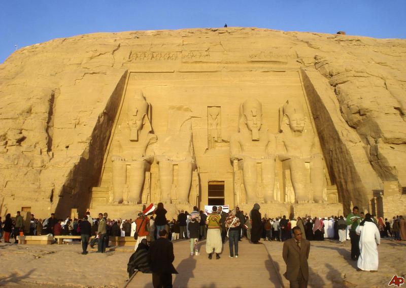 وزير السياحة المصري يتوقع تعافياً قوياً مطلع 2015