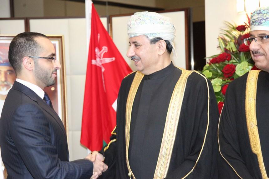 السفير عبد العزيز الهنائي يستقبل الشيخ محمد بن مكتوم بن راشد المكتوم