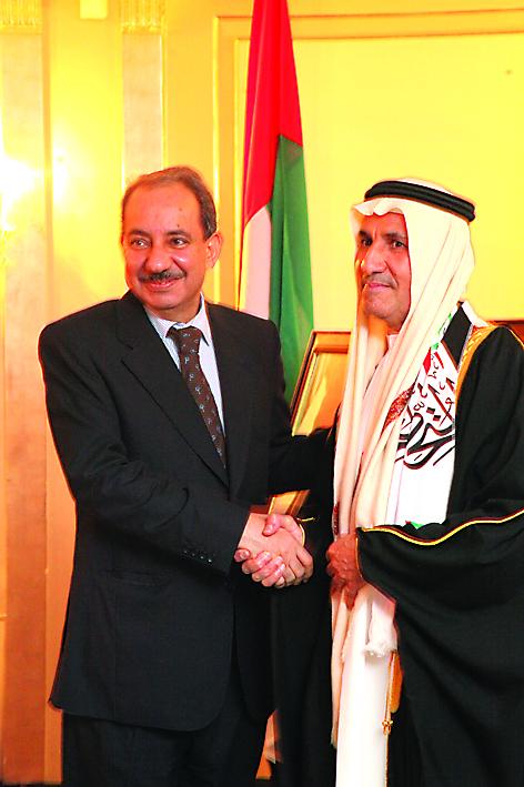 السفير الإماراتي يستقبل سفير عُمان عبد العزيز الهنائي
