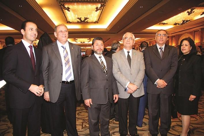 سفير مصر ﺃﺷﺮﻑ ﺣﻤﺪﻱ وعقيلته مع عمار حوري، خضر حبيب، جمال الجراح، زياد القادري
