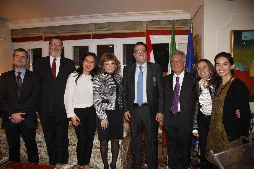 السفير محمد شقير وموظفو السفارة
