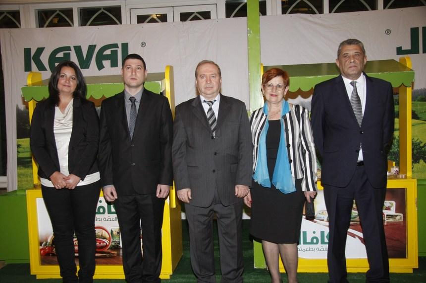 السفير بتكو ديميتروف مع قرينته وأعضاء السفارة.